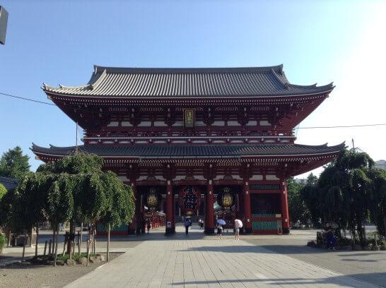 朝の浅草寺