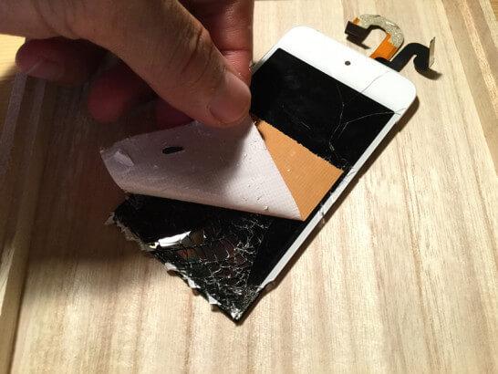 iPod touchの液晶ガラスをガムテープで補強してはがす
