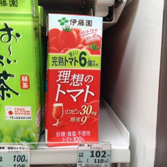 トマトジュース(アーモンドと食べると栄養が良い食品)