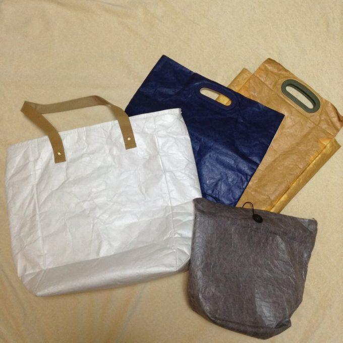 紙袋のような防水バッグ「FLY BAG」